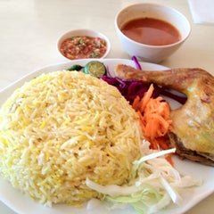 Photo taken at Marakesh: Arab Moroccan Restaurant by Wyda on 5/2/2012