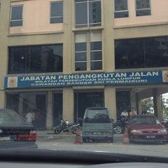 Photo taken at Jabatan Pengangkutan Jalan (JPJ) by Miky 心. on 5/15/2012