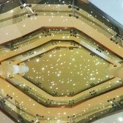 Photo taken at Hilton London Metropole Hotel by ekaphap d. on 8/1/2012