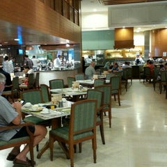 Photo taken at Warisan Cafe Royale Chulan by mizz l. on 11/13/2015