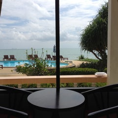 Photo taken at Amantra Resort & Spa Koh Lanta by หนุ่มอิสาน ไ. on 4/18/2013