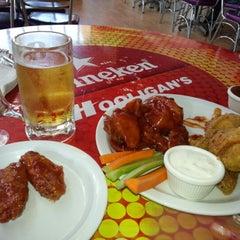Photo taken at Hooligan's by Gabriel Q. on 12/30/2012