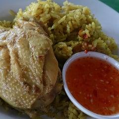 Photo taken at ศูนย์อาหารมานา (MN) Manna Food Center by Natpapat K. on 8/27/2014