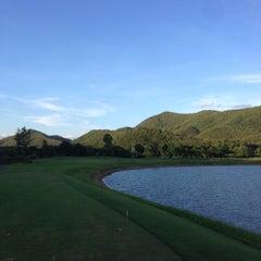 Photo taken at Alpine Golf Resort Chiang Mai (อัลไพน์กอล์ฟรีสอร์ทเชียงใหม่) by OhmCNX on 6/20/2015