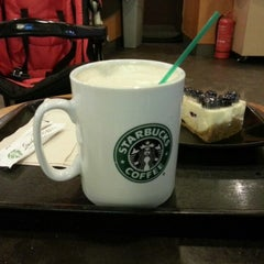 Photo taken at Starbucks by Al-haniff I. on 1/23/2013