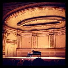 Photo taken at Carnegie Hall (Stern Auditorium/Perelman Stage) by Kolja H. on 5/5/2013