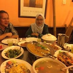 Photo taken at New Horizon Garden Restaurant by Syera H. on 6/20/2015