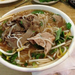 Photo taken at Oodles of Noodles Vietnamese Cuisine by Tammy S. on 9/21/2013