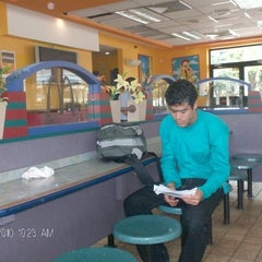 Photo taken at Mc Donald's by Arq. Luismir T. on 10/31/2012