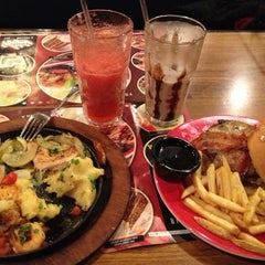 Photo taken at T.G.I. Friday's by Лё В. on 11/29/2012