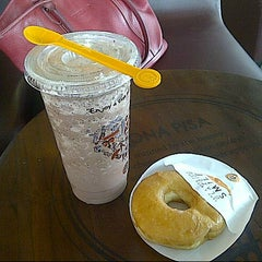 Photo taken at J.Co Donuts & Coffee by Yanmy P. on 9/13/2014