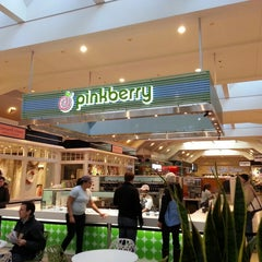 Photo taken at Pinkberry by Renee G. on 3/17/2013