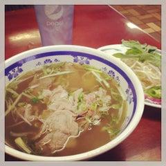 Photo taken at Saigon Vietnamese Restaurant by Ellie B. on 11/22/2013