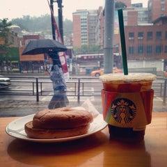 Photo taken at Starbucks by Jude L. on 6/20/2015