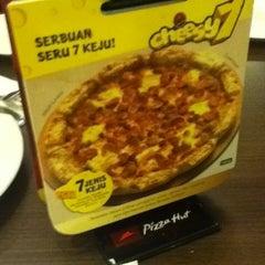 Photo taken at Pizza Hut by Mega D. on 10/28/2012
