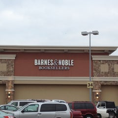 Photo taken at Barnes & Noble by Peter V. on 11/25/2012