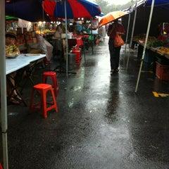 Photo taken at Pasar Malam Bangsar by Ahmad Rizal S. on 1/27/2013