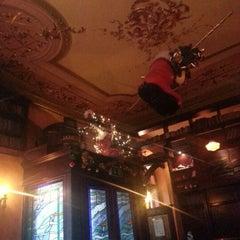 Das Foto wurde bei Molly Darcy's von Олег Ф. am 12/19/2012 aufgenommen