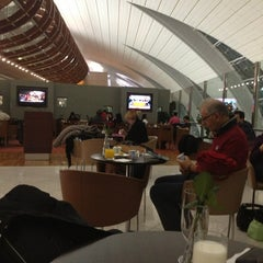 Photo taken at Emirates Business Class Lounge by Fairuz R. on 2/16/2013