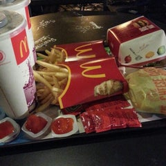 Photo taken at McDonald's / McCafé by ttri s. on 12/16/2012