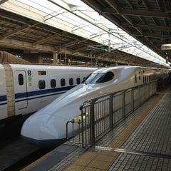 Photo taken at JR 新大阪駅 25-26番線ホーム by BACKY ば. on 1/18/2013