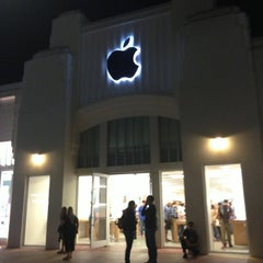 Photo taken at Apple Store, Lincoln Road by Yana L. on 2/28/2013