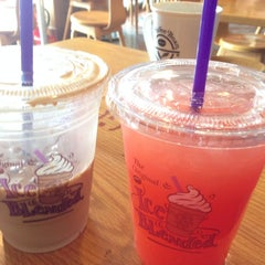 Photo taken at The Coffee Bean & Tea Leaf by Anna J. on 7/8/2014