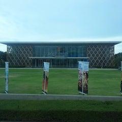Photo taken at King Power Pattaya Complex (คิงเพาเวอร์ พัทยา คอมเพล็กซ์) by Sweet S. on 5/19/2013