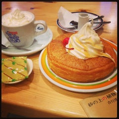 Photo taken at コメダ珈琲店 金剛東店 by みっつん on 11/17/2013