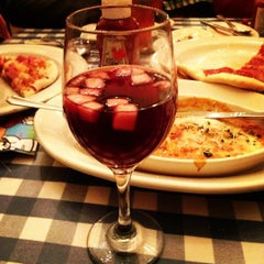 Photo taken at Italianni's Pasta, Pizza & Vino by Erzebeth Coral on 12/10/2012