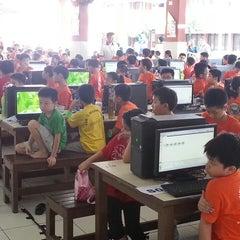 Photo taken at SJKC Serdang Baru 2 by Chong Way W. on 5/11/2013