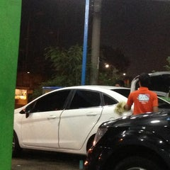 Photo taken at Victory Car Wash & Polish by Sisca... on 5/13/2013