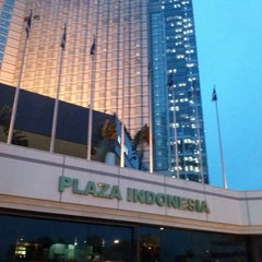 Photo taken at Plaza Indonesia by Sutrio on 11/26/2012