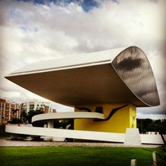 Photo taken at Museu Oscar Niemeyer (MON) by Rafael Maciel V. on 1/27/2013