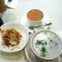 Photo taken at Cha Chan Tang 茶餐廳 by Jaclyn N. on 11/10/2012