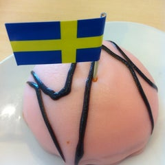 Photo taken at IKEA Restaurant & Café (อิเกีย ร้านอาหารและคาเฟ่) by Nopadol N. on 12/15/2012