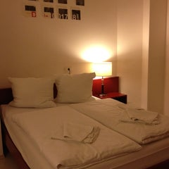 Photo taken at PLUS Berlin Hostel and Hotel by Marie-Eve V. on 12/10/2012