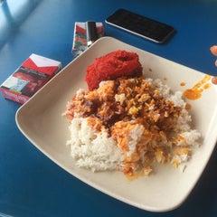 Photo taken at Restaurant Biriyani Sri Manjung by Haziq H. on 9/25/2015