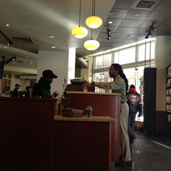 Photo taken at Starbucks by Blauer serious Pro! B. on 2/25/2013