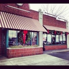 Photo taken at Bagel Beanery by Alyssa L. on 11/19/2012