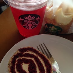Photo taken at Starbucks by melztwin l. on 11/4/2014