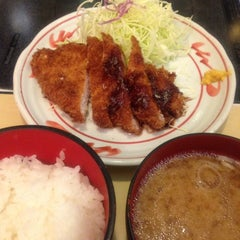 Photo taken at にいむら 大久保店 しゃぶしゃぶ とんかつ by Gaziroh on 1/15/2013