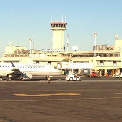 Photo taken at Aeropuerto Internacional Monseñor Óscar Arnulfo Romero (SAL) by Yolanda P. on 1/22/2013