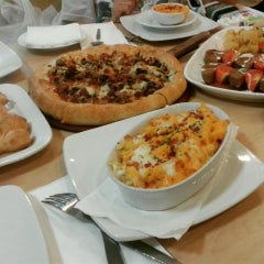 Photo taken at Pizza Hut by Fhy L. on 1/4/2015