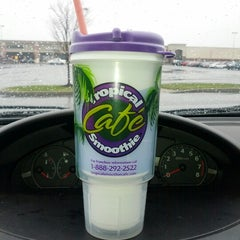 Photo taken at Tropical Smoothie Cafe by Amanda B. on 12/10/2012