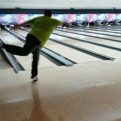 Photo taken at Rolling Lanes Bowling Alley by Matt R. on 1/8/2016