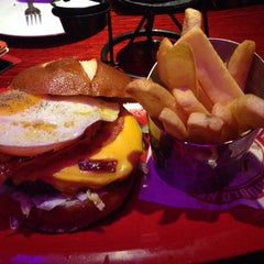 Photo taken at Red Robin Gourmet Burgers by Will I. on 10/24/2013