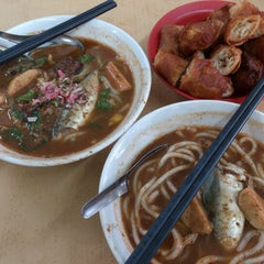 Photo taken at Laksa Shell Farlim by Jaycy Ng on 1/11/2013