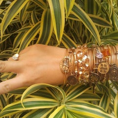 Photo taken at ALEX AND ANI Palm Beach by Yari V. on 11/27/2012