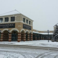 Photo taken at Grove City Premium Outlets by Verónica C. on 2/2/2013